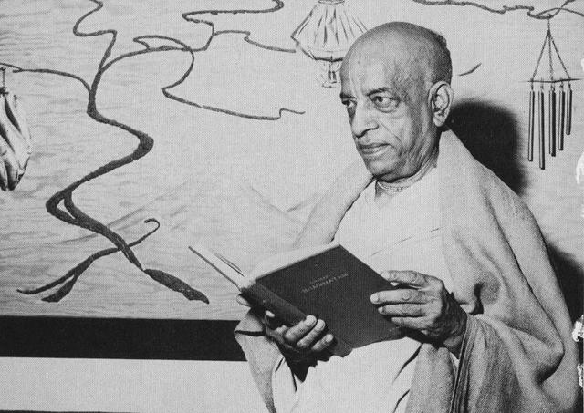 Srila Prabhupada with the Original Srimad-Bhawatam